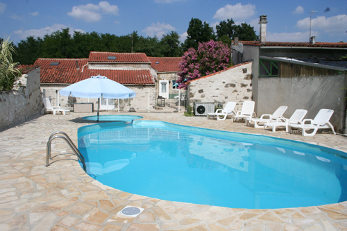 5 Bedroom Gite, sleeps 10, Vendee Gites with Pools