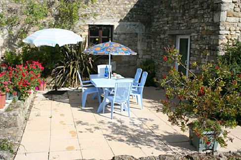 vendee Gite holiday accommodation with 2 Bedrooms and Heated Pool